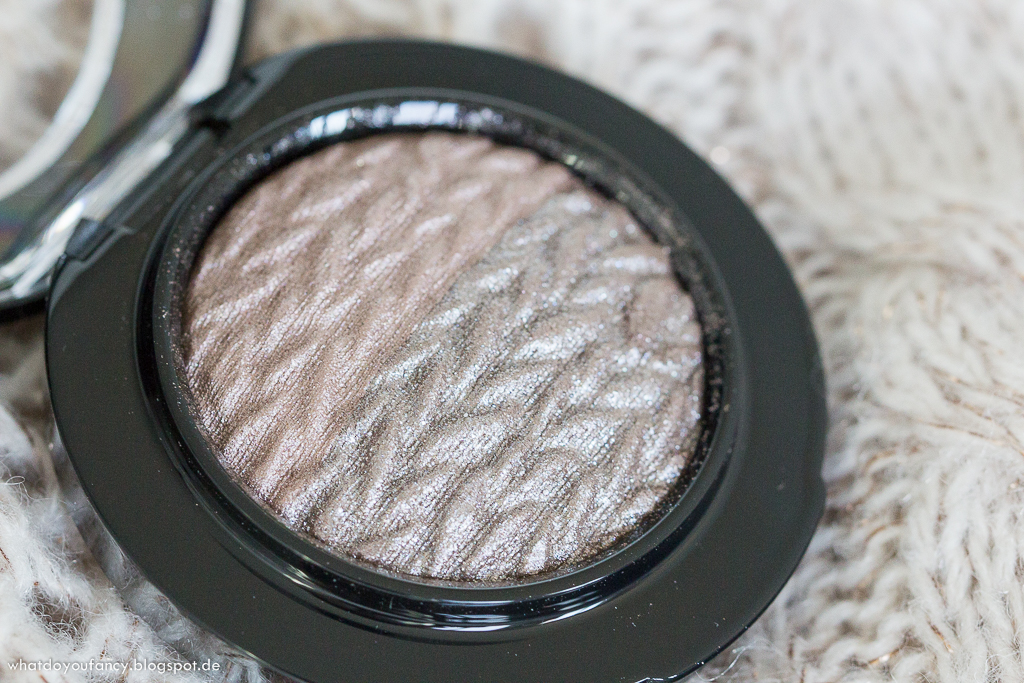 MAC Mineralize Lidschatten in der Farbe Force of Nature Lightness Of Being Edition
