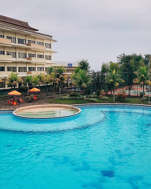 kolam-renang-suta-raja-hotel-soreang-notes-asher