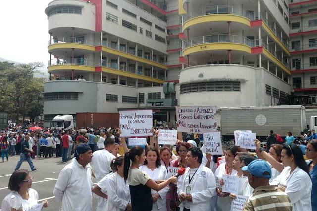 """PRINCIPALES , SALUD 27 JUNIO, 2018 """"Nos quieren callar la boca con una caja Clap"""", advierte enfermero en paro #27Jun"""