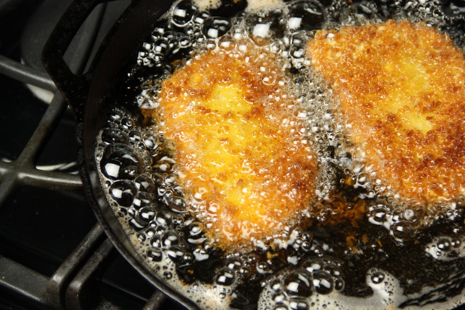 I Use The Very Thin Cut, Boneless Pork Chops So They Cook Quickly They Are  Breaded In A Typical Dredge Of Flour, Egg And