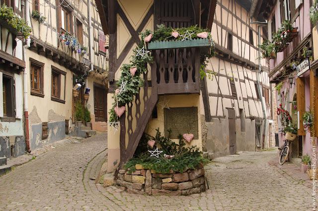 Eguisheim pueblo bonito Alsacia viaje Navidad