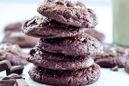 PALEO TRIPLE CHOCOLATE BROWNIE COOKIES