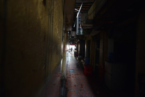 Unnamed alleys of Hanoi make curious tourists 2