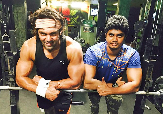 Actor Arya Httest Six Pack Photos,Pictures