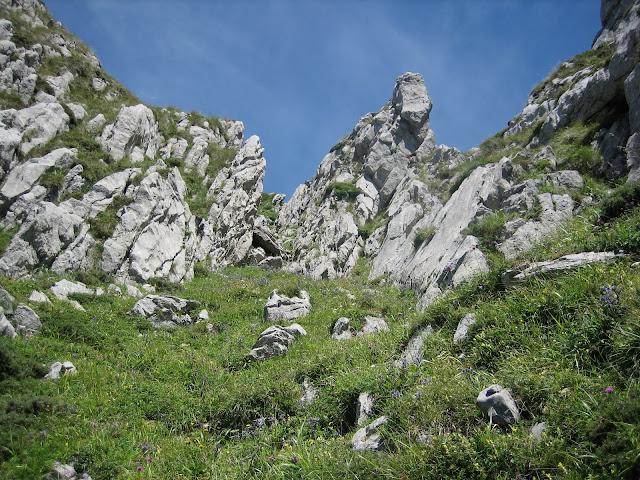 Rutas Montaña Asturias: Entrando en la Canal de la Misa, camino al Canto Cabronero