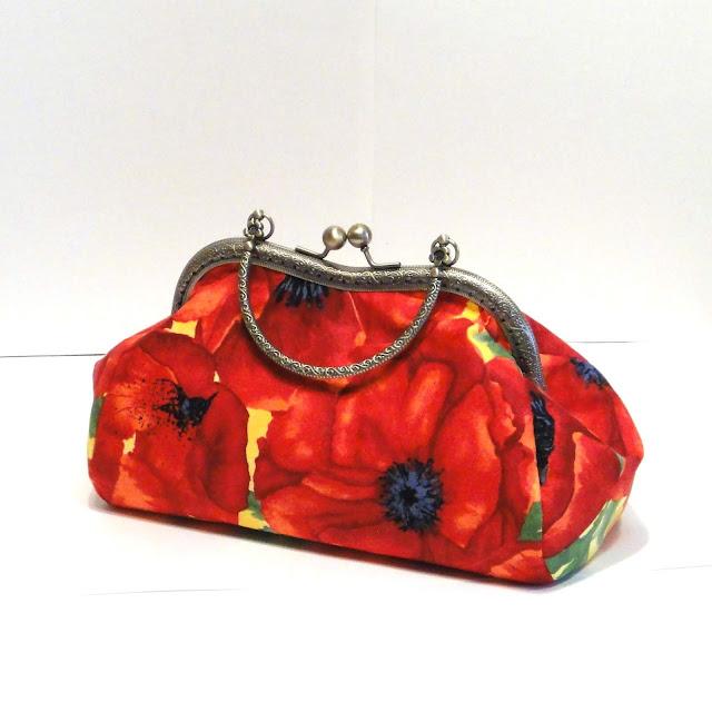 Красная сумка с маками: ручная работа, внутри два кармана, в одном экземпляре.