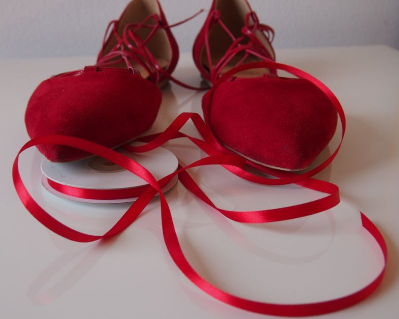 Rote Lace-up Ballerinas mit Satinband upgecycled