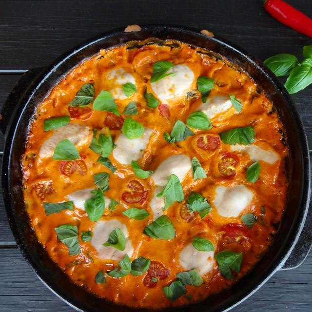 Edel's Mat & Vin : Kremet ovnsrett med kylling & tomat