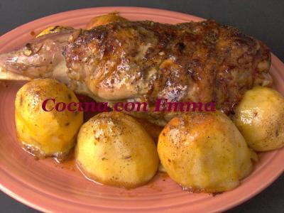 Pierna de cordero al horno con guarnición de patatas