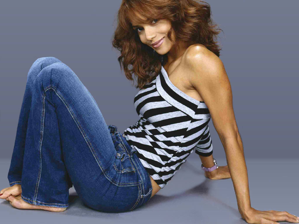 Halle Berry Hot Pictures, Photo Gallery  Wallpapers Hot -5469