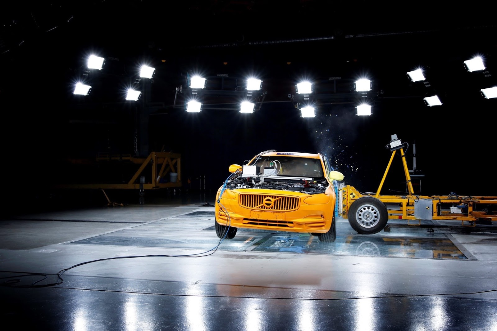 foto volvo v90 cross country immagini hd crash test
