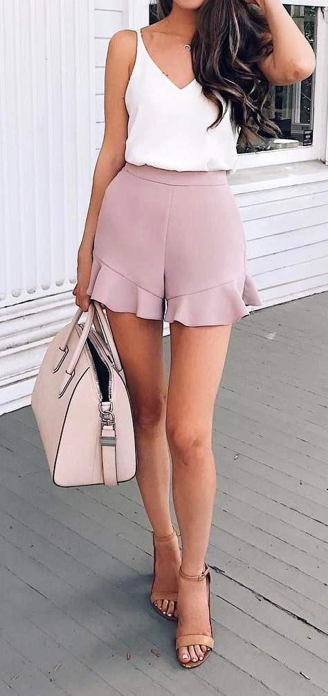 cute outfit idea: top + shorts + bag + sandals