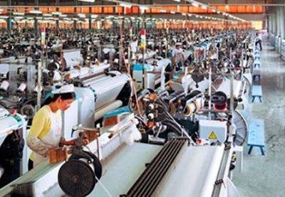 foto ilustrasi pabrik tekstil yang memproduksi kain garment