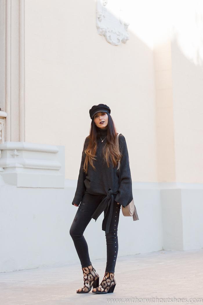 Influencer blogger valencia con look streetstyle estilo idea como combinar jeans vaqueros negros grises pitillo skinny Meltin Pot con botas animal print