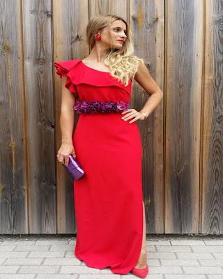 vestido de navidad rojo largo con brazo descubierto