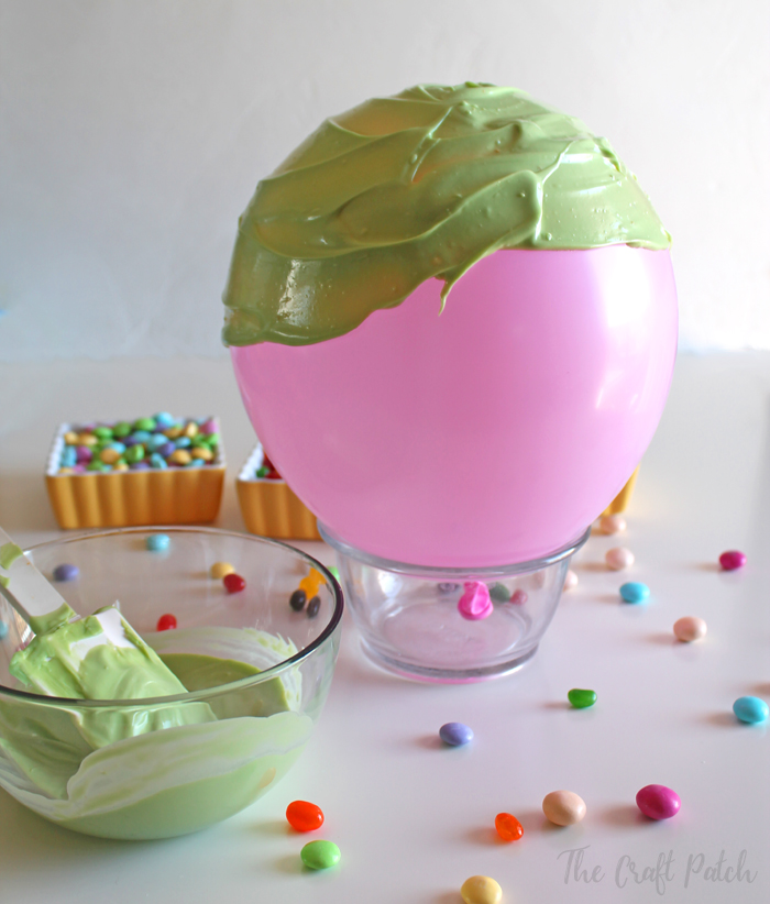Make a candy bowl from chocolate using a balloon