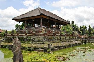 http://www.teluklove.com/2017/02/pesona-keindahan-wisata-puri-agung.html