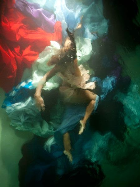 Underwater photograph resembling oil paintiby by Christy Lee Rogers | Ses Rêveries