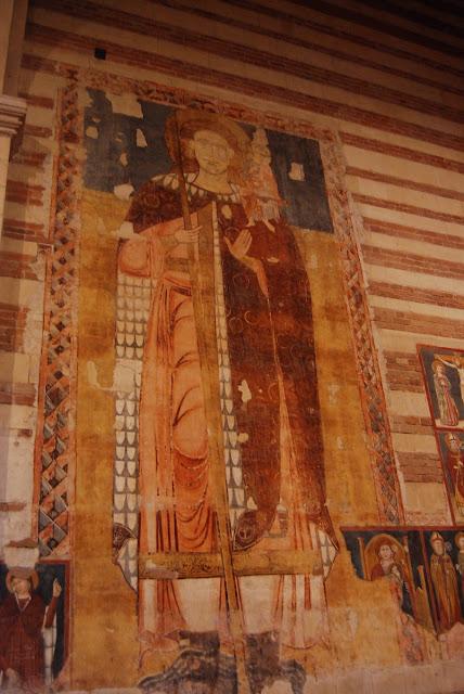 une immense figure de Saint Christophe, protecteur des voyageurs, remontant au XIIème. Sur la droite en plus petit, des épisodes de la vie du Saint