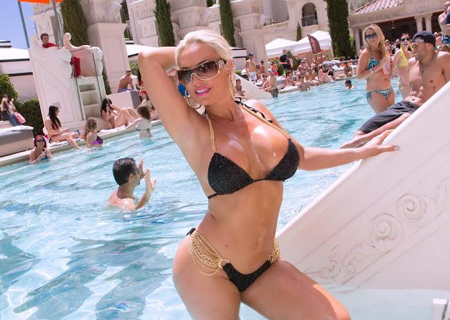 Nicole Coco Austin in a tiny black Bikini at Caesars Palace