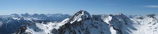 Blick nach Süden: Im Vordergrund der Kaserspitz, dahinter die Dolomiten