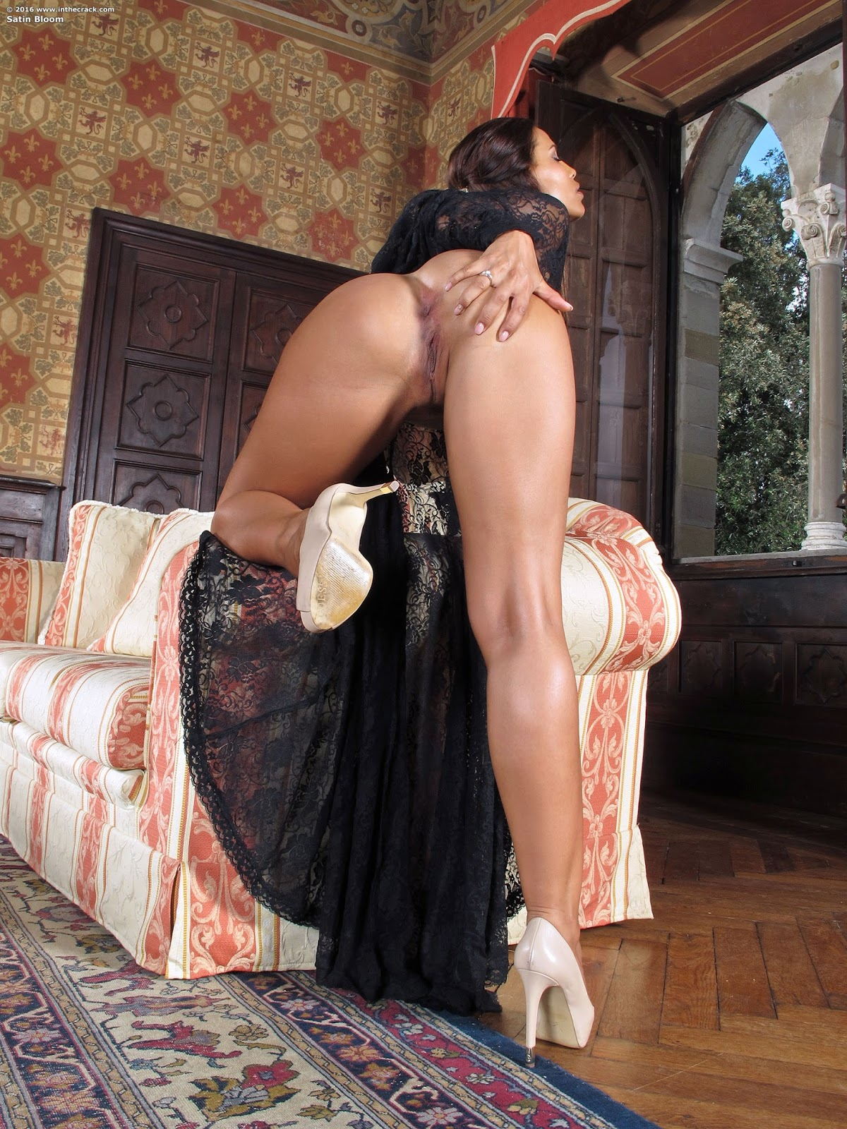 Extreme insertion hd hot slave under bed 2