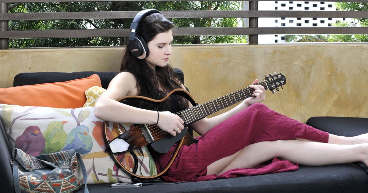 chọn mua đàn guitar acoustic cho người mới học