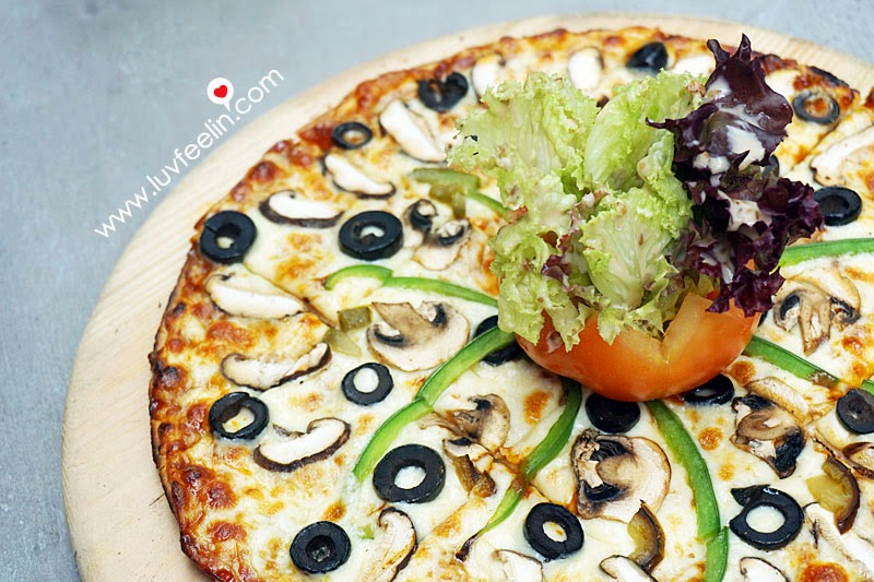 CAFFEiNATED Puchong Mushroom Pizza