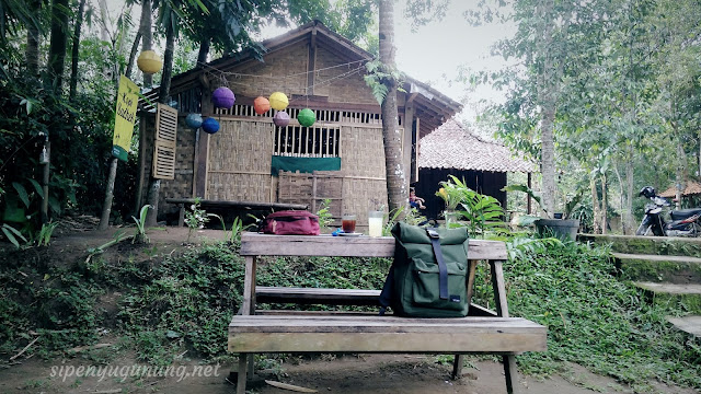 suasana kopi warung Kopi Badhek