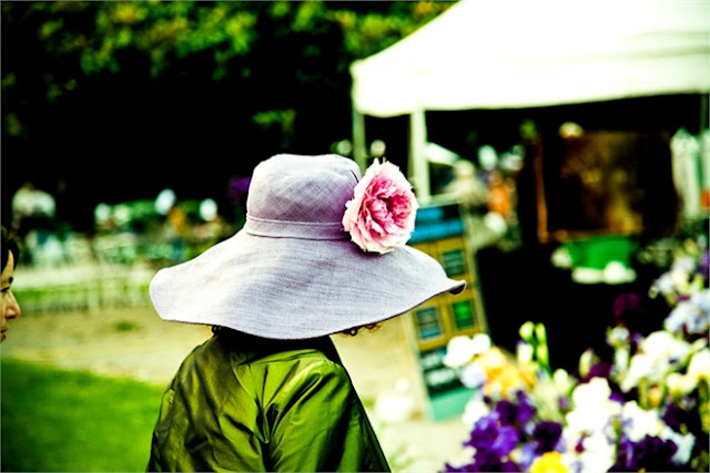 Hats and flowers downtown Milan | Orticola Italian market, Palazzo Dugnani.