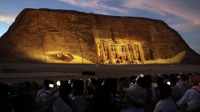 Egypt hosts African diplomats ton watch Ramses II sun phenomenon.