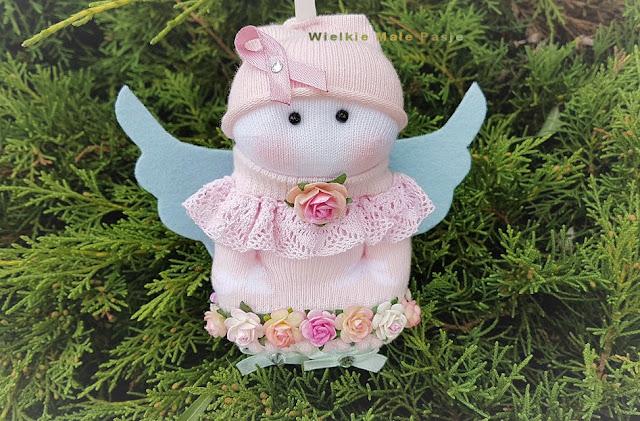 Miesiąc Świadomości Raka Piersi, rak piersi, profilaktyka raka piersi, jak badać piersi, samobadanie piersi, objawy raka piersi, różowa wstążka, symbol walki z rakiem piersi, skarptkowa lalka, anioł, różowy anioł, anioł ręcznie szyty, skarpetkowy anioł, kwiaty, róże, lalka ręcznie szyta, lalka tekstylna, lalka szmaciana, zabawki ze skarpetek, ręcznie robione,  polskie rękodzieło, jesień, październik , Month Breast Cancer Awareness, Breast Cancer, Breast Cancer Prevention, Breast Exam, Breastwork, Breast Cancer, Pink Ribbon, Breast Cancer Symbol, Treasure Doll, Angel, Pink Angel, Hand Sewn Angel, Angel Sock, Flowers, Roses , handmade doll, textile doll, rag doll, sock toys, hand-made, Polish handicraft, autumn, October, Mes Concientización sobre el cáncer de mama, Cáncer de mama, Prevención de cáncer de mama, Examen de mama, Breastwork, Cáncer de mama, Pink Ribbon, Símbolo de cáncer de mama, Treasure Doll, Angel, Pink Angel, Angel cosido a mano, Angel Sock, Flores, Roses Muñeca hecha a mano, muñeca textil, muñeca de trapo, juguetes para calcetines, hechos a mano, artesanía polaca, otoño, octubre,Mês Consciência Do Cancro Da Mama, Cancro Da Mama, Prevenção Do Cancro Da Mama, Exame Do Peito, Peito, Câncer De Mama, Fita Rosa, Símbolo Do Câncer De Mama, Boneca Do Tesouro, Anjo, Pink Angel, Hand Sewn Angel, Angel Sock boneca artesanal, boneca têxtil, boneca de pano, brinquedos meia, feitos à mão, artesanato polonês, outono, outubro, Monat Brustkrebs-Bewusstsein, Brustkrebs, Brustkrebs-Prävention, Brust-Untersuchung, Brust, Brustkrebs, Pink Ribbon, Brustkrebs-Symbol, Schatz Puppe, Engel, Pink Angel, Hand genähter Engel, Angel Socke, Blumen, Rosen , handgemachte Puppe, Textilpuppe, Stoffpuppe, Socke Spielzeug, handgemacht, polnisches Handwerk, Herbst, Oktober, Месяц осведомленности о раке молочной железы, рак молочной железы, профилактика рака молочной железы, осмотр груди, грудь, рак молочной железы, розовая лента, символ рака молочной железы, кукла сокровищ, ангел, розовы