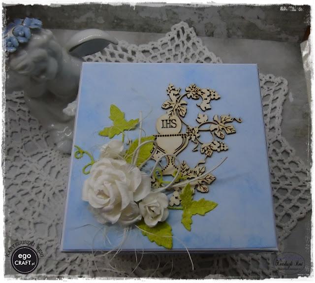 Niebieskie komunijne pudełeczko dla dziewczynki.