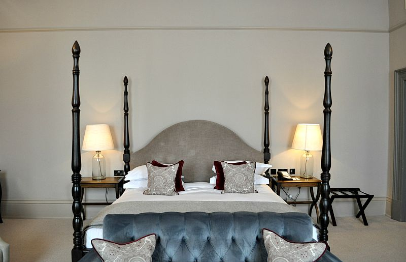 four poster bed and luxury linens kings head hotel