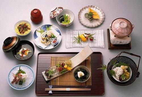 Văn hoá truyền thống ẩn chứa trong cách sử dụng thìa, đũa của ẩm thực Hàn – Trung – Nhật