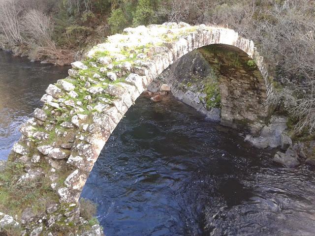 Arco de A Carixa entre Silleda y Vila de Cruces