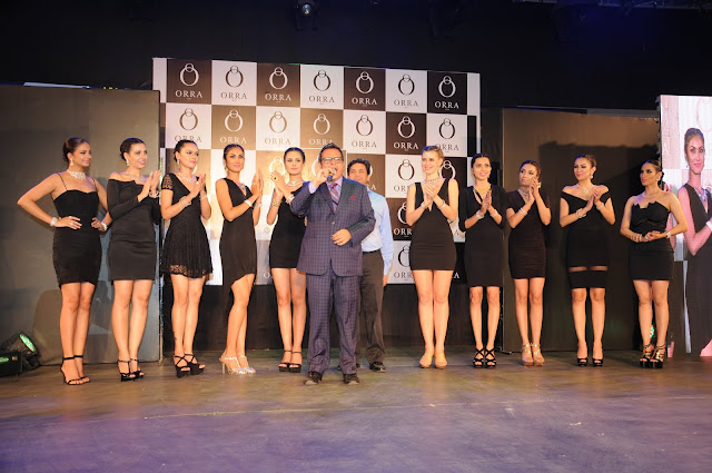 Mr Vijay Jain, CEO and Director, ORRA with  Models showcasing exquisite jewellery at the launch of Orra Jewellery's flagship store at phoenix market city in Bengaluru-