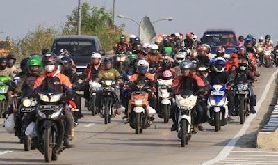 Jalan Arteri Karawang Dipadati Pemudik Sepeda Motor