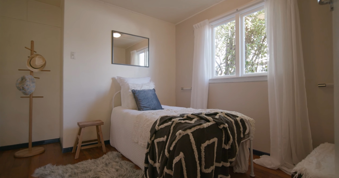 12 Photos vs. 11 Cedar Drive, Kelvin Heights, Queenstown vs. Home Interior Design Tour