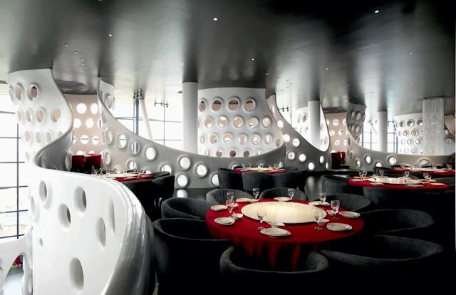 Le sei strutture ondulate caratterizzano la grande sala al piano ...