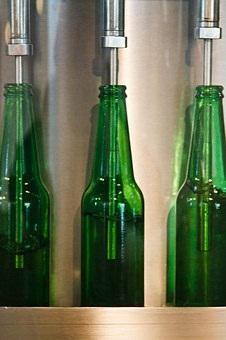 pixabay.com/en/beer-beverage-bottle-bottling-20639