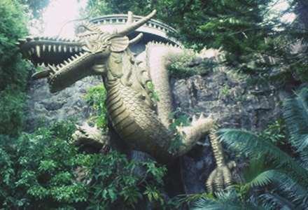 Gambar patung naga pintu masuk vihara ratanavana arama di Lasem