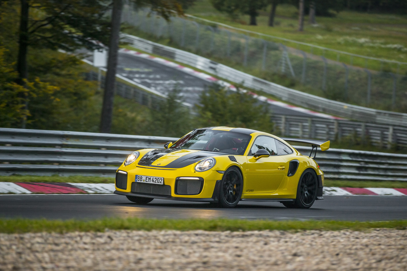 rohrl suggests porsche 911 gt2 rs is almost too fast for. Black Bedroom Furniture Sets. Home Design Ideas