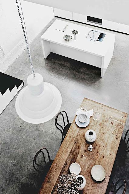 Dinner Table Overhead View : decordemon: The minimalist home of architect William Drew in Sydney