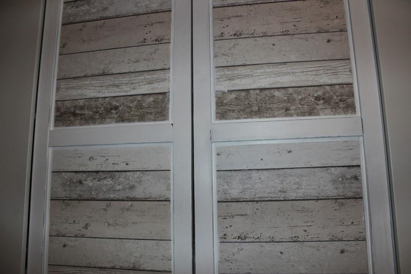 klamottina 39 s montag ist wohntag tapete in holzoptik. Black Bedroom Furniture Sets. Home Design Ideas