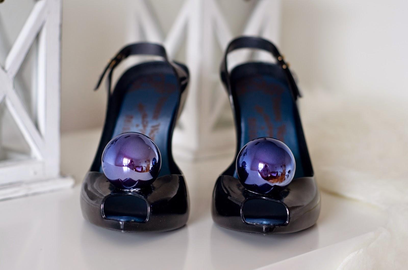 Vivienne Westwood buty z gumy pachnące z kulką