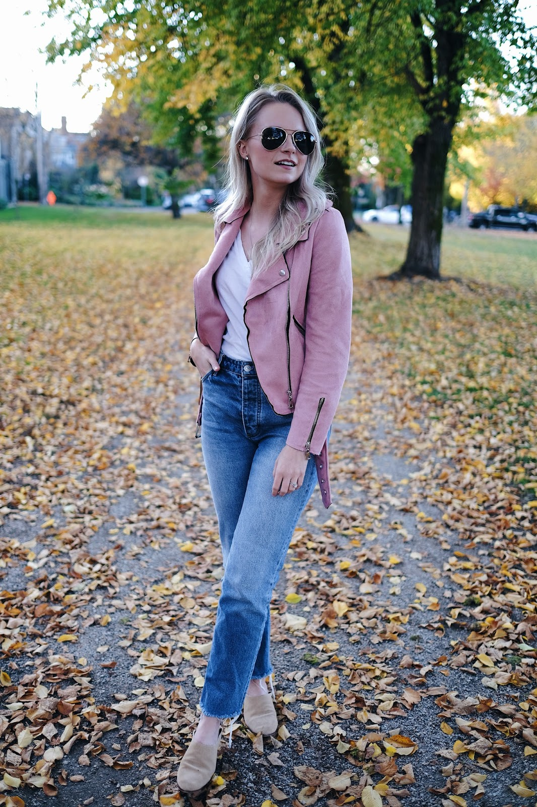how to style pink suede