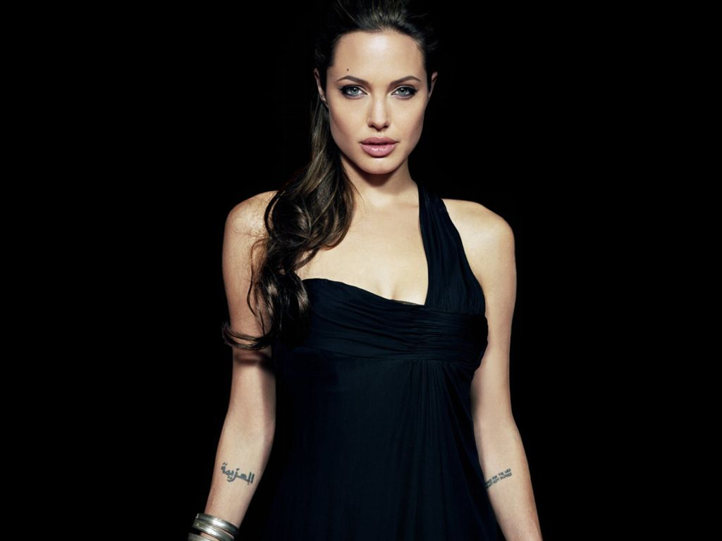 Angelina Jolie Hot Pictures, Photo Gallery  Wallpapers -2628