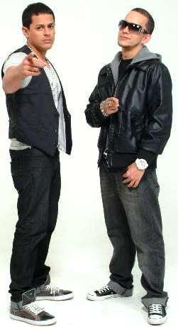 Foto de Angel y Khriz fuera de los escenarios