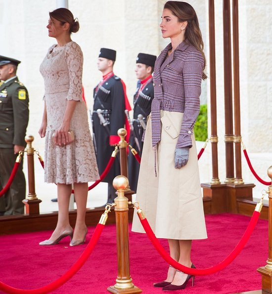 Queen Rania wore GABRIELA HEARST Armonia double-breasted wool-blend trench coat. checked wool-blend and cotton-gabardine coat